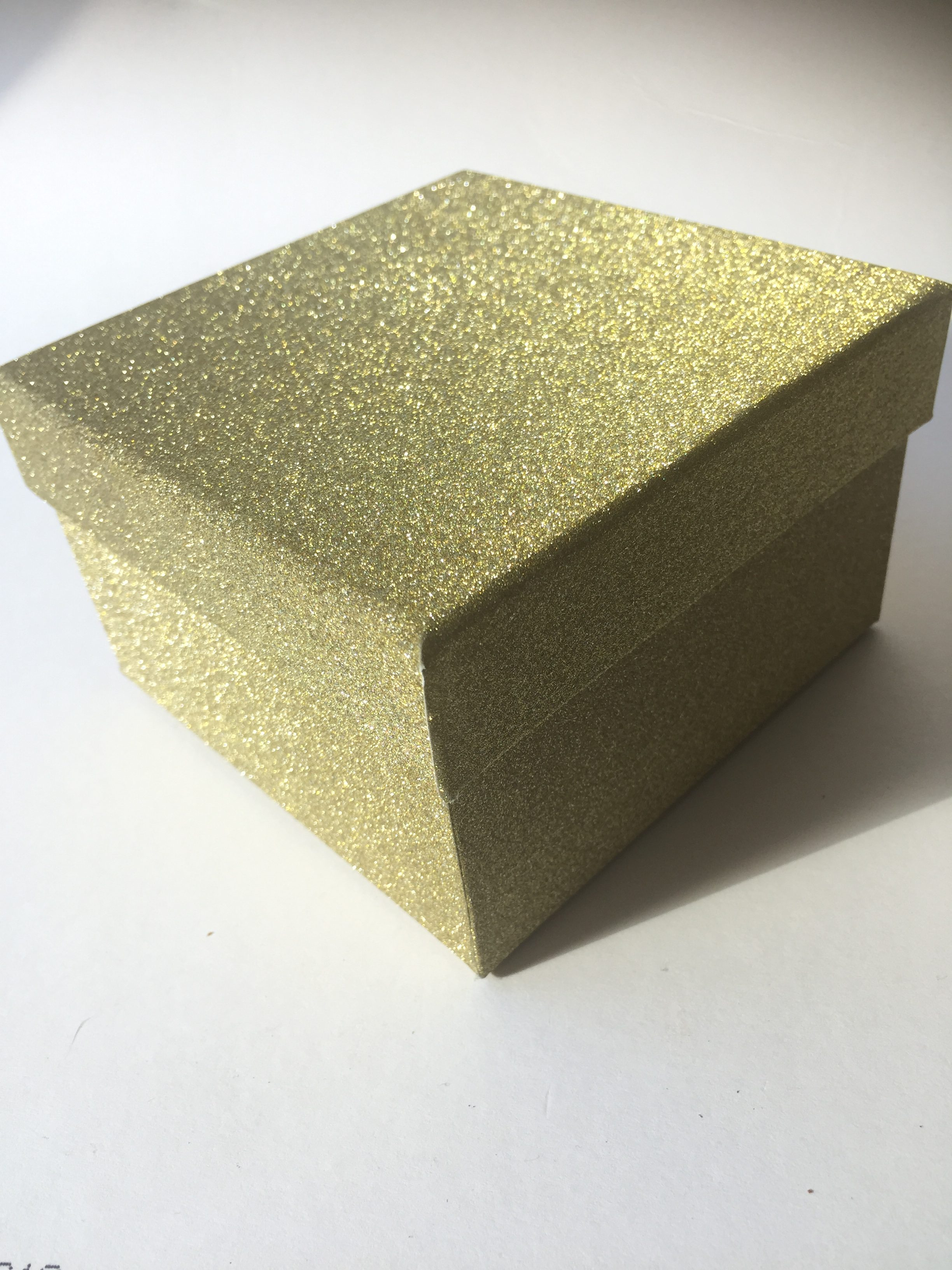 Gift Box Gold : Gold glitter gift box the spirit
